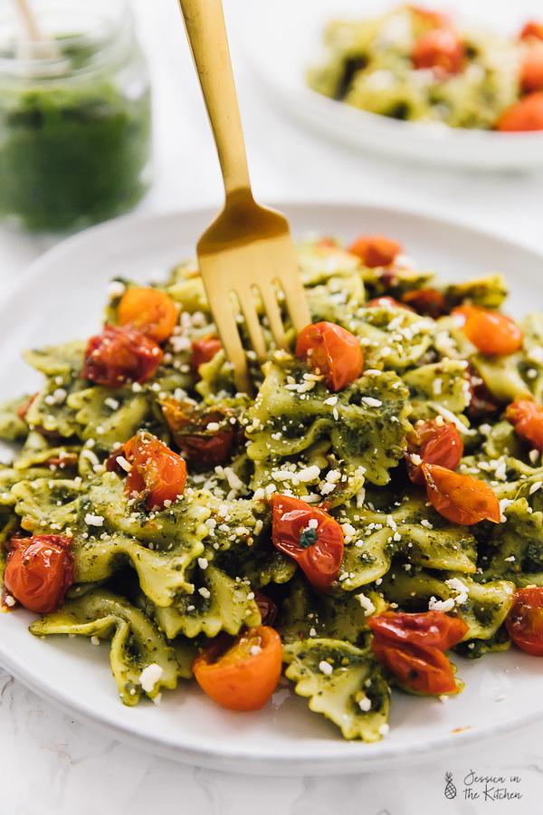 20-Minute-Vegan-Pesto-Pasta-8.jpg
