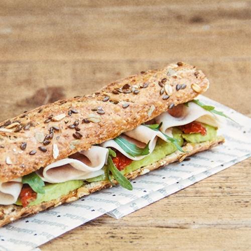 Detalle 35 - Tenemos variedades con pan integral, como el flautín de queso fresco y el de pavo con aguacate y miel. Porque comer sano no significa renunciar a un producto con sabor!