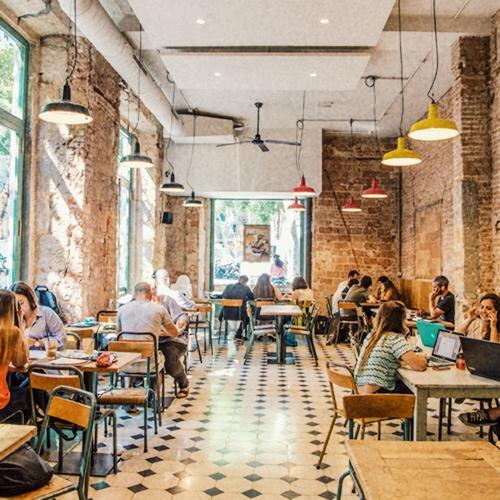 Detall 37 - SandwiChez és un projecte basat en la fidelització de clients i ens emociona veure que som part de la vida quotidiana de moltes persones que vénen gairebé cada dia als nostres locals. Intentem ser un referent de barri, un lloc a on la gent s'hi troba a gust i el freqüenta sovint.
