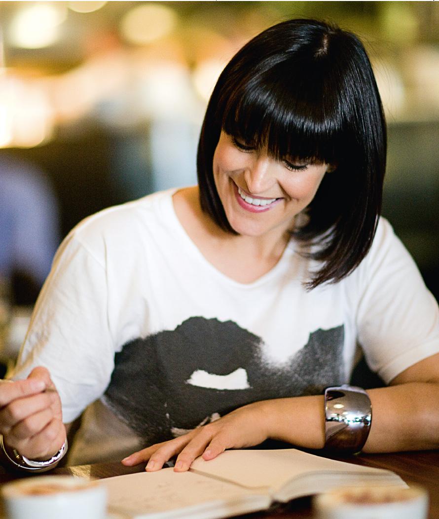anna_richardson_signing.jpg