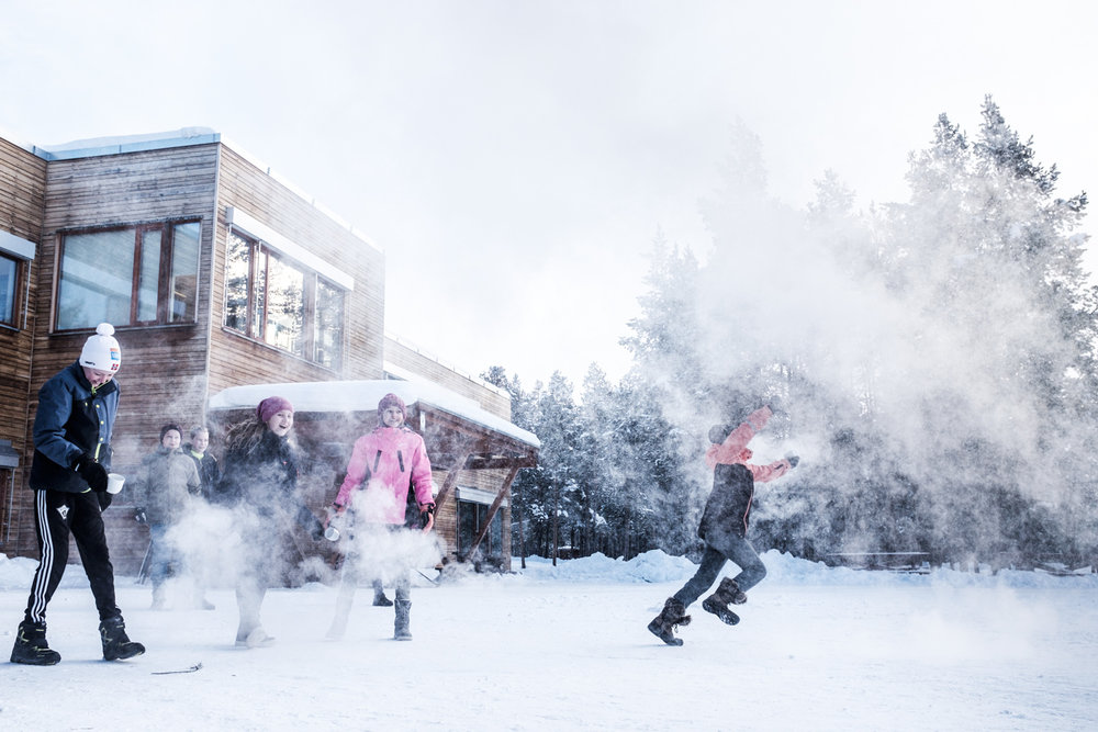 In late February, The cold weather from SIberia came across Europe. At one point Folldal in Hedmark was the coldest place in Europe with its 34.4 degrees below zero. I followed a Simen and the rest of the students at Folldal School when they threw boiling water in the air. For Aftenposten Junior.
