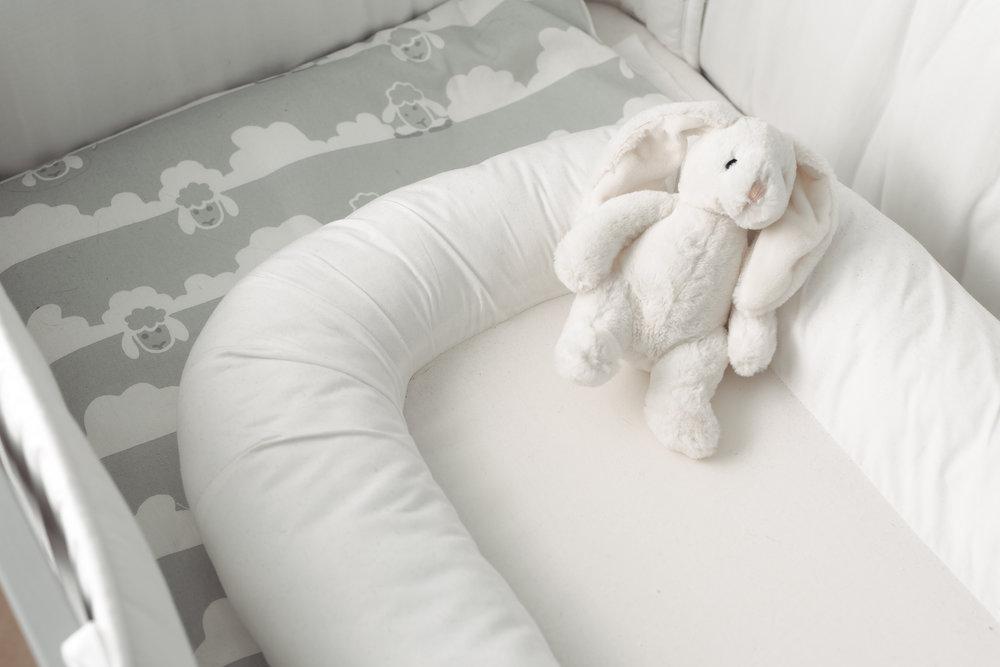 Unipesä, tämä suloinen ja nerokas keksintö. Toivon vauvan viihtyvän siinä.