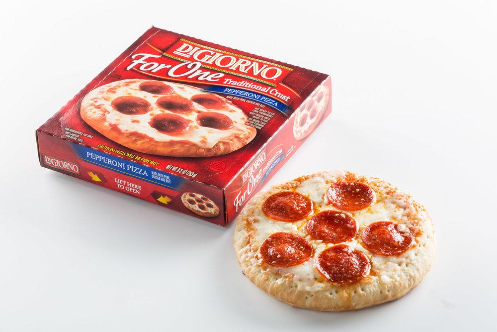 DiGiorno Pepperoni Pizza w Box_0486.jpg