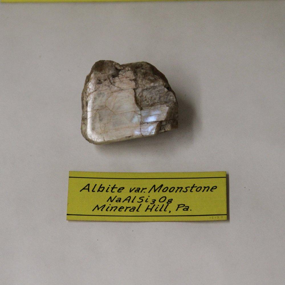 Albite (Moonstone).jpg