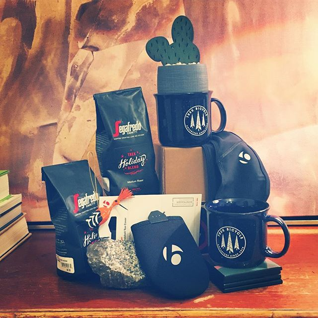 Hot gift alert!! 🌶🌶🚨🚨🚨☕️☕️☕️☕️🔥🔥🔥🔥🔥 . The complete package for your favorite rider: thermal toe warmers, a cozy headband for all your outdoor endeavors, and limited edition @treksegafredo coffee and mugs. . Pair it with a gift card and you've #stuffedthatstocking ✊🏻👊🏼✊🏻👊🏼 .  Stay tuned for our #12daysofchristmas holiday guide 🚴🏼‍♂️🚴🏼‍♂️🚴🏼‍♂️💡💡🕊💗💗💗