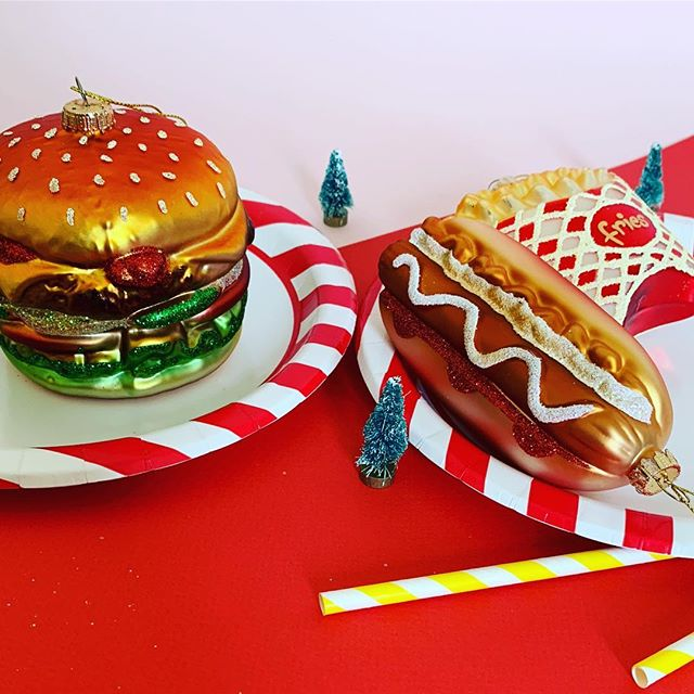🎄🍟The Perfect Gift for your Foodie Friend🍔🌭 who's excited that 🦌🎅🏼🤶🏼Christmas😆⛄️✨ is coming?! Shop now link in bio👆🏼 #hotdog #burger #frenchfries #christmasdecor #christmasdecorating #christmasdecorations #giftsforhim #giftsforfoodies #foodinspiration #christmasgifts #christmasgiftideas #christmasgifts #christmasbaubles #christmasbauble #sassandbelle #homeatlast #fastfood #fastfoodlover #fastfoodlovers #fastfoodlove #burgerandfries #fries #mondaymotivation