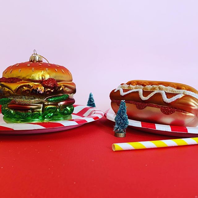 🎄Decorations good enough to eat😋🍔🌭 starting from just £4.99! Shop link in bio👆🏼 #hotdog #burger #christmasdecor #christmasdecorating #christmasdecorations #giftsforhim #giftsforfoodies #foodinspiration #christmasgifts #christmasgiftideas #christmasgifts #christmasbaubles #christmasbauble #sassandbelle #homeatlast #christmasiscoming #christmas #christmasdecor #christmastree #christmasdecorations #christmasdecorating