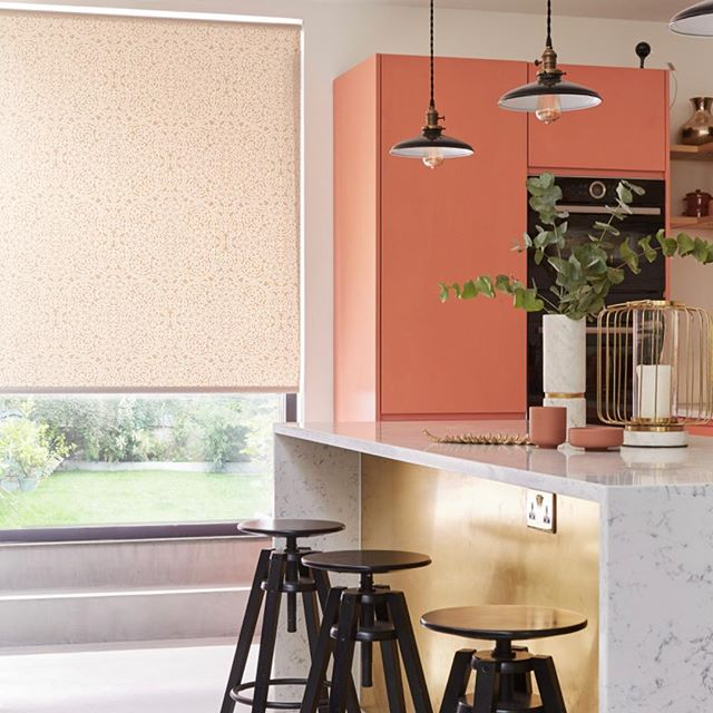 """Wondering 🤔""""how can I use the #coloroftheyear #livingcoral in my home?"""" We ADORE these kitchen cabinets, carefully paired with our coming soon roller blind. #pantone #pantone2019 #pantonechallenge #kitchendesign #kitcheninspiration #kitcheninterior #blinds #newblinds #blinds #dailydecordose #interiordesign #interiorinspiration #newkitchen #newhome #firsthouse #firsthome #newhomeowner #redecorating #saturdayvibes #saturday #nightin"""