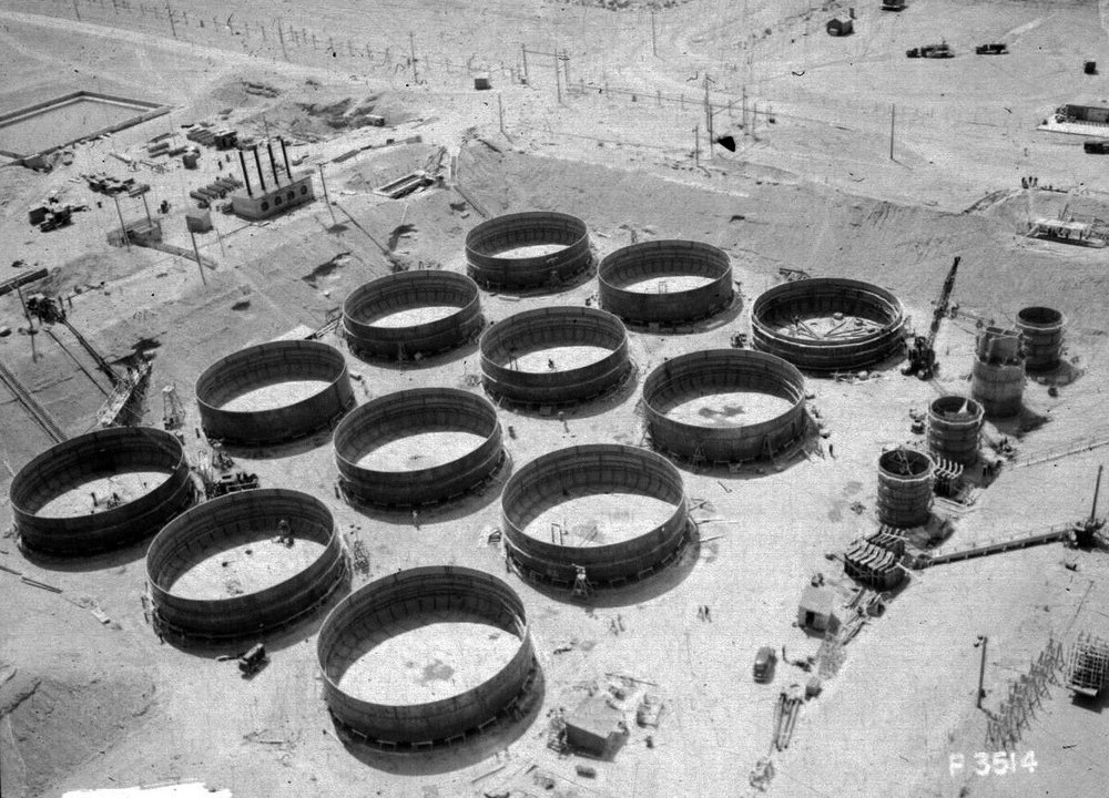 n1d0029682-p-3514-neg-26-jun-1944-construction-of-241-t-tank-farm-looking-northwest.jpg