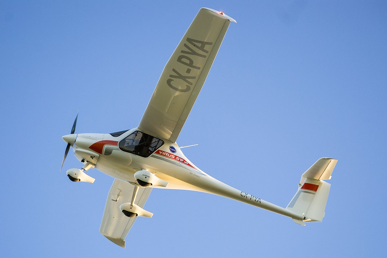 El Virus SW 121 es el resultado de más de 20 años de experiencia en el diseño de aviones a motor con eficiencia energética que siguen la filosofía del planeador: utilizan formas tan limpias que permiten el vuelo con la energía y el ruido mínimos, así como el menor consumo de combustible. Igual o incluso mejor SW 121 tiene las mejores características de vuelo en su categoría!