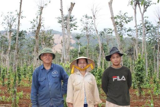 Roots-of-Peace-ROP-Vietnam-farmer-vine-family-black-pepper.jpg