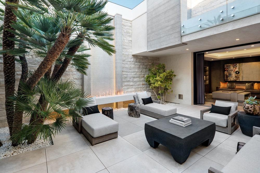 Contemporary-Courtyard-Outdoor-Firepit-Retractable-Doors-Hardscaping-Corbin-Reeves.jpg