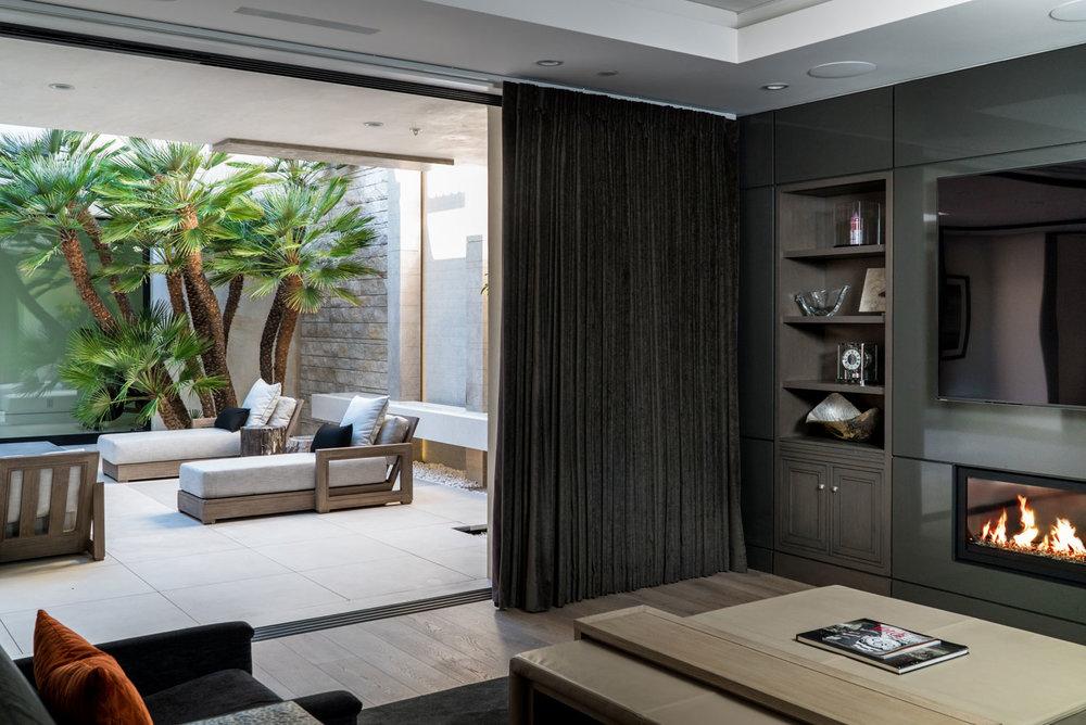 Indoor-Outdoor-Flow-Retractable-Doors-Modern-Patio-Courtyard-Corbin-Reeves.jpg