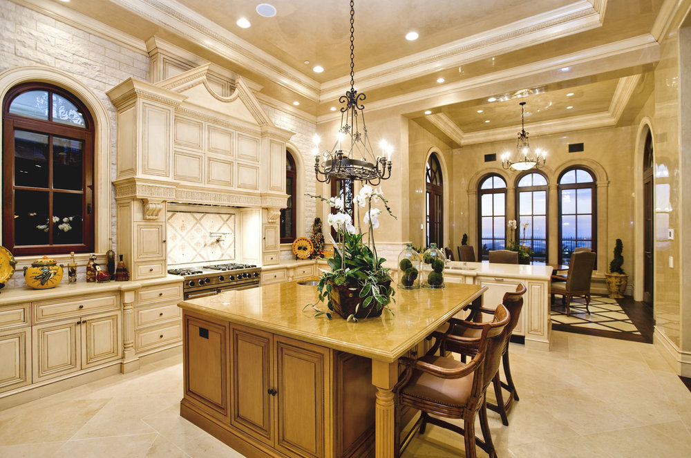 Traditional-Italianate-Kitchen-Island-Corbin-Reeves.jpg