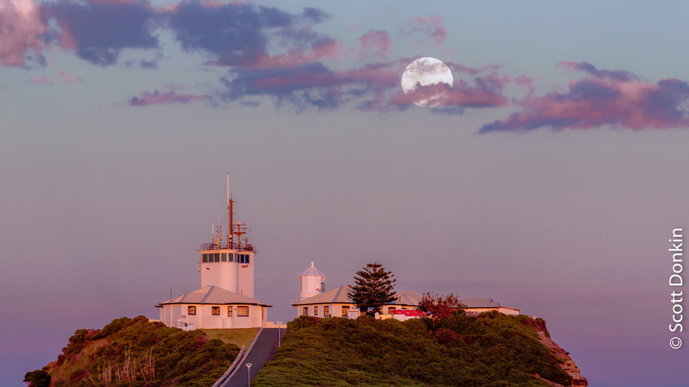 """Perigee (""""Super"""") Moonrise over Nobby's Head Lighthouse at sunset. Newcastle, New South Wales. Waxing gibbous, 99.8% disc illumination. 3 December 2017."""