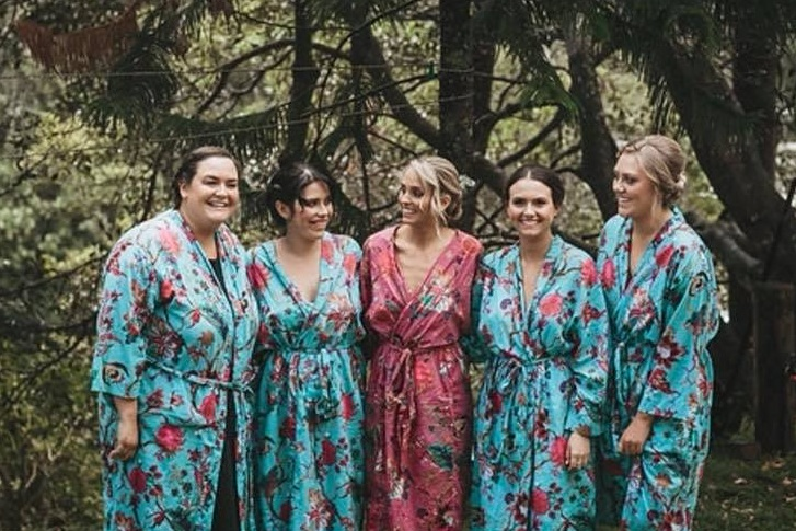 FRENCH FOR KING - It's the little things that make a wedding day special and these stunning kimono robes are perfect for spoiling the bride and her party. Our kimono robes are ethically made from 100% breathable cotton, have wide sleeves...