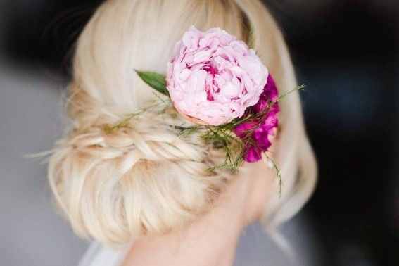 LEANNE FORMICA HAIR - At Leanne Formica Hair we pride ourselves in personalised hair services specialising in blondes and bridal hair. I have worked on Hamilton island for 4 years styling hair for over 500 weddings a year. Achieving relaxed beachy hairstyles…