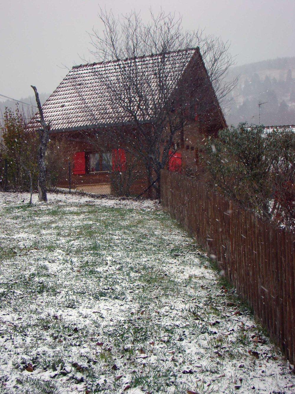 Red-Chalet_snow.jpg