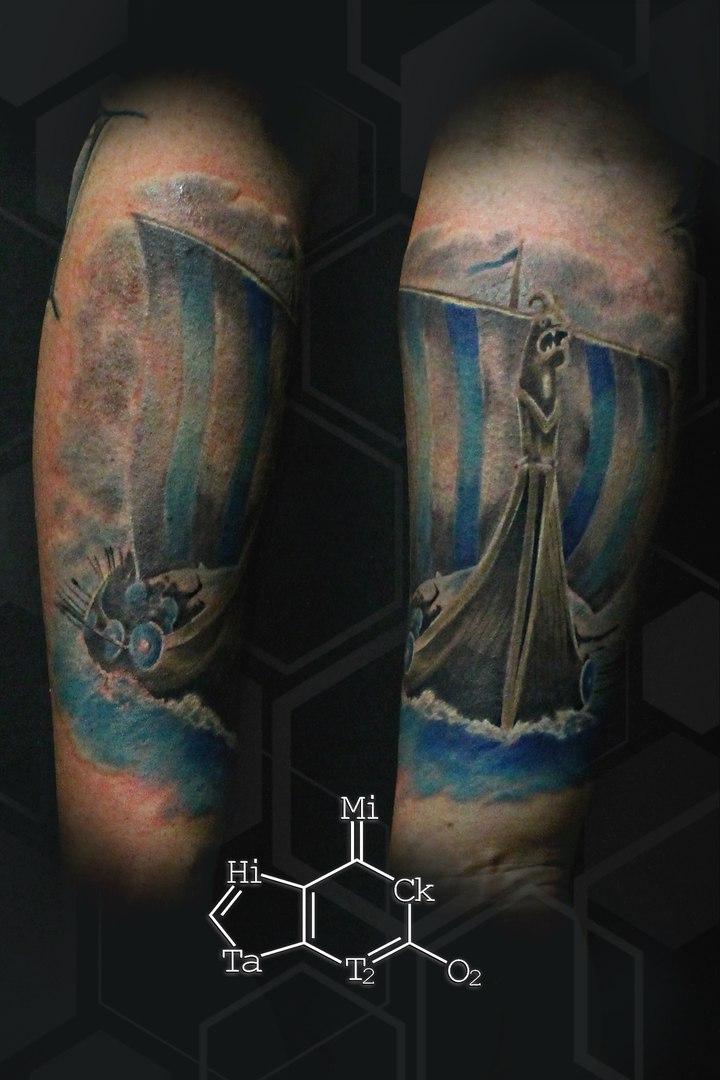 Дракар, цветная татуировка,нью скул, мастер Евгений Химик.jpg