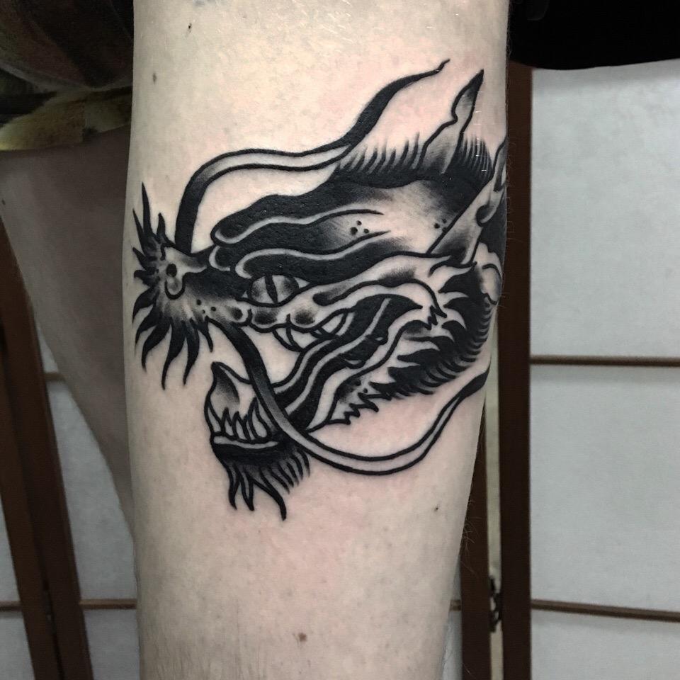 Дракон, традиционная татуировка,мастер Сергей Литвяков.jpg