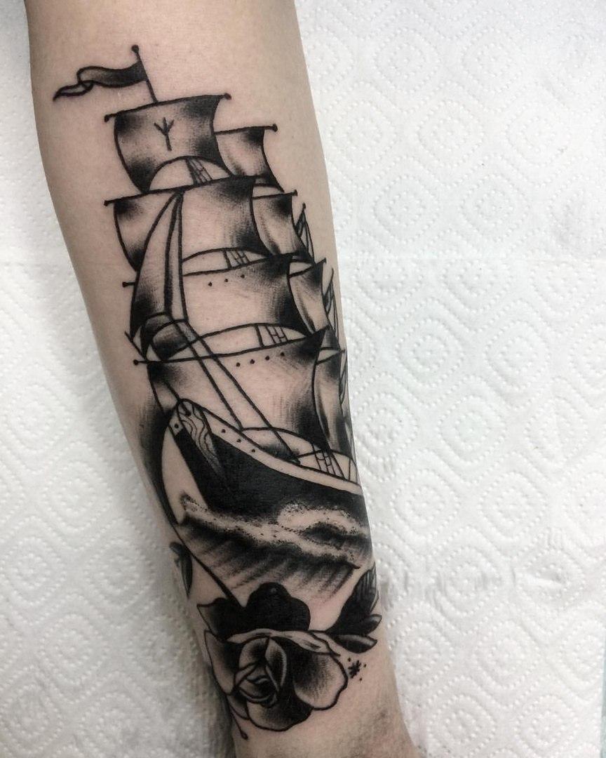 корабль, традиционная татуировка,мастер Сергей Литвяков.jpg
