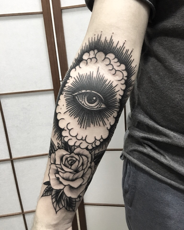 традиционная татуировка, око, роза , мастер Сергей Литвяков.jpg