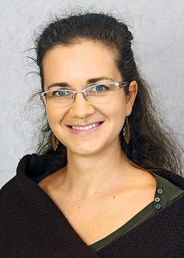 Dr. Sara Fanara - Born: 30.08.1978 in Rome, ItalyInstitute of MineralogyUniversity of GöttingenGoldschmidtstrasse 137077 GoettingenTelephone: 0551/39–33871E-Mail: sara.fanara@geo.uni-goettingen.de