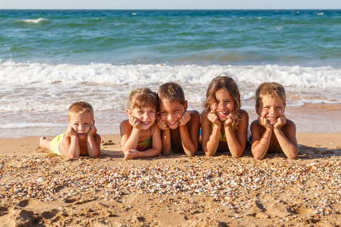 dreamstime_xs_37570726 Sergiy Bykhunenko children on the beach.jpg