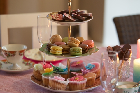 dreamstime_xs_65995999© Jokedejager cupcakes high tea.jpg