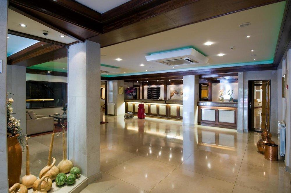 Hotel Regina Fatima reception high res.jpg