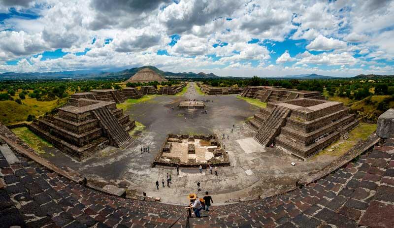 Panoramic_view_of_Teotihuacan.jpg