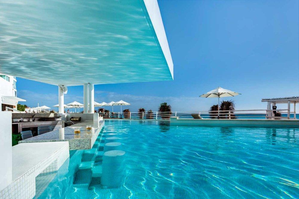 hotel-oleo-playa-cancun_ bar pool.jpg