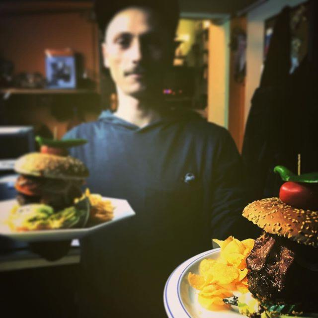 #burger ##capribörger#capriloungelaax #capricorn#hostellife #laax #laaxisniceyo #food #caprifoodslut #backpacker #swisshotel #hostel #backpackerlife#foodporn #foodlover #foodstagram @capriloungelaax
