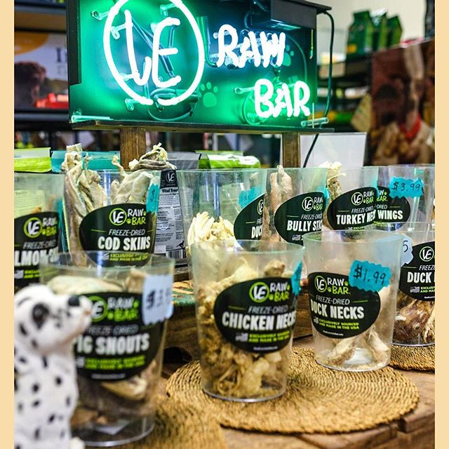 It's (almost) 5 o'clock somewhere! Bring your hungry pet to Thomaston Feed for a happy hour at the raw bar🍖