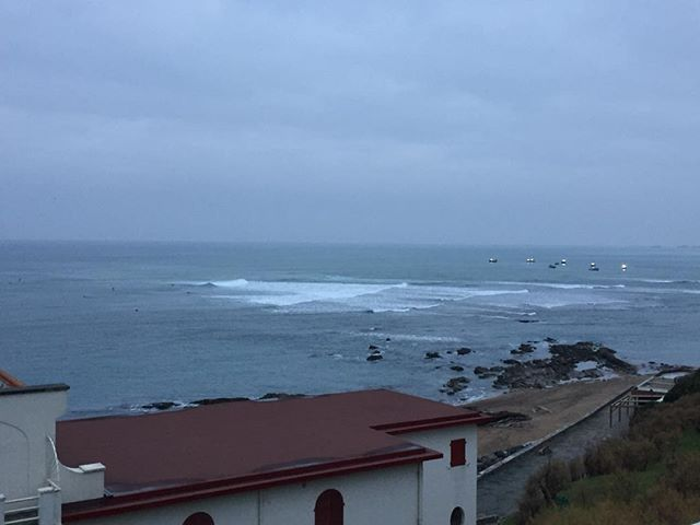 Good Morning from Guethary. Some are back at the school yard today... #guethary #parlementia #surf #surfing #waves