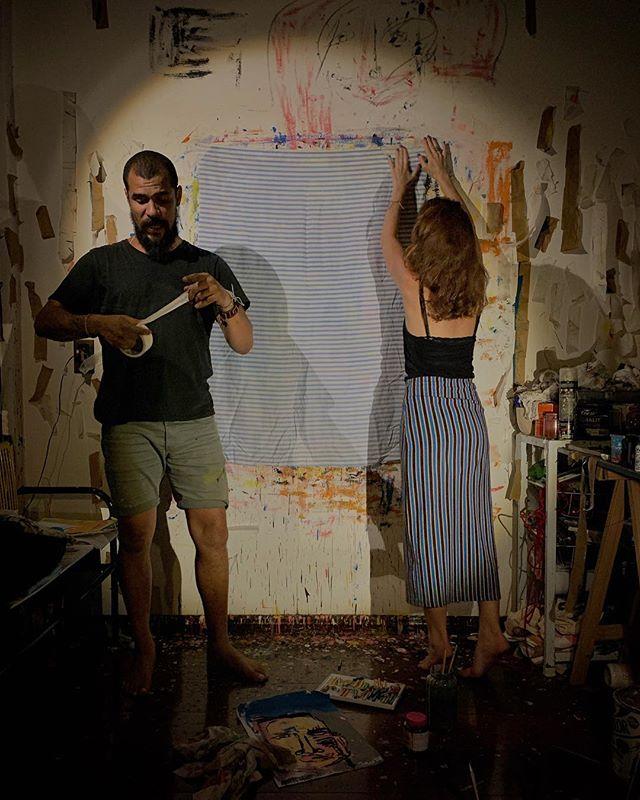 tecido, tela, tema, humanos e uma madrugada 🖌♥️um artista @ativistadosentir que, a partir do papo, resolve fazer um quadro e deixa colocar o que falta, já que a sintonia é coletiva✨ 6 a.m. uma experiência. um privilégio💥