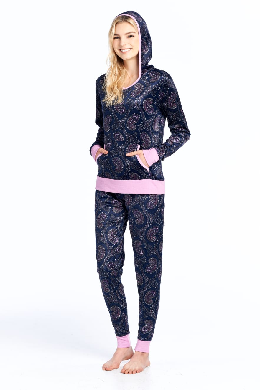 Ashford & brooks - Comfort and affordability arrive hand in hand with Ashford & Brooks. From flannel, satin and mink fleece pajamas & robes for men and women, to specialty items like chemo head covers, and one-piece pajamas, Ashford & Brooks offers a variety of ultra comfortable loungewear and accessories. Whether you love animal prints or florals, plaids or holiday prints, there's something for everyone!