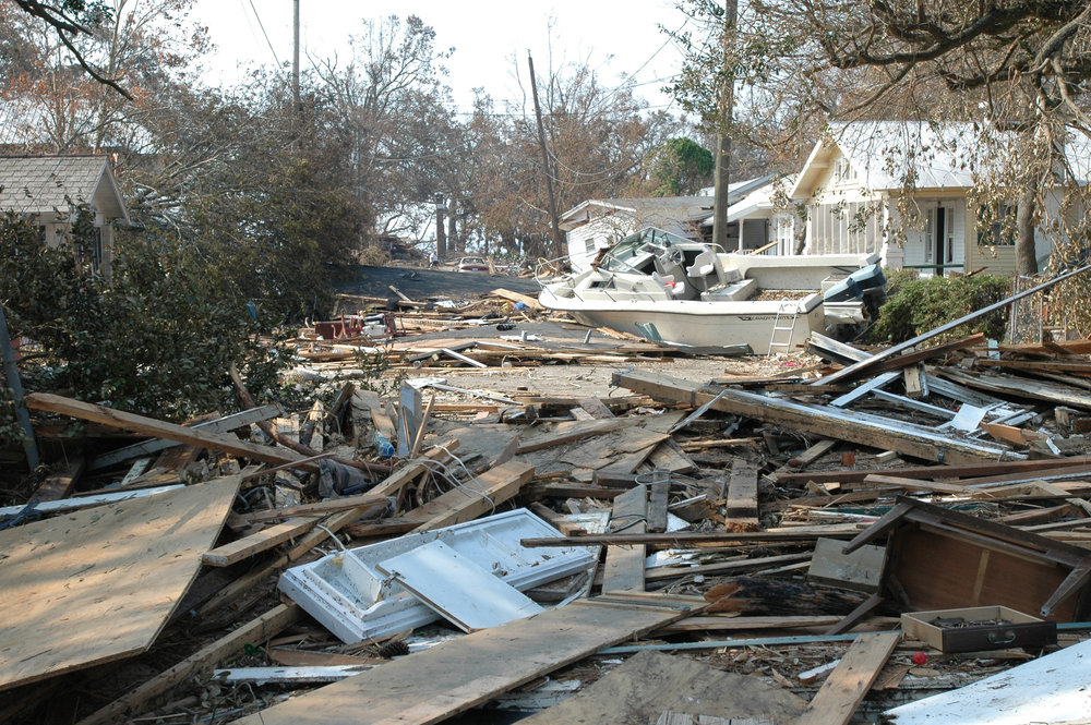 Damage_and_destruction_to_houses_in_Biloxi,_Mississippi_by_hurricane_Katrina_14605.jpg