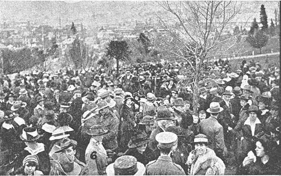 Crowd gathered near the stand.  [Tasmanian Mail 8th August 1918 p17]