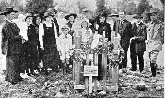 Family gathered at the tree for Pte Hurst.  [Tasmanian Mail 20th February 1919 p18]