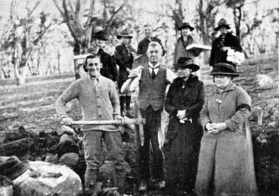Emma Crook (right front) and William (left front) preparing a hole for one of the Hall brothers, Emma's sons from her first marriage, 6/7/1918.  [Weekly Courier 11th July 1918 p21]
