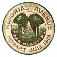 The badge produced in 1918 to publicise the planting of the Soldiers Memorial Avenue.