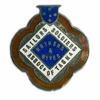 Mothers and Wives Association badge. This organisation was prominent in the creation and maintenance of the Avenue well into the 1930s.