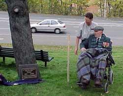 Alec Campbell unveils the plaque, April 24 2002.