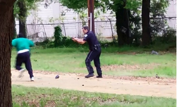 Figure 3: Citizen-recorded mobile video as critical evidence: shooting of Walter Scott, April 2015. Screenshot.