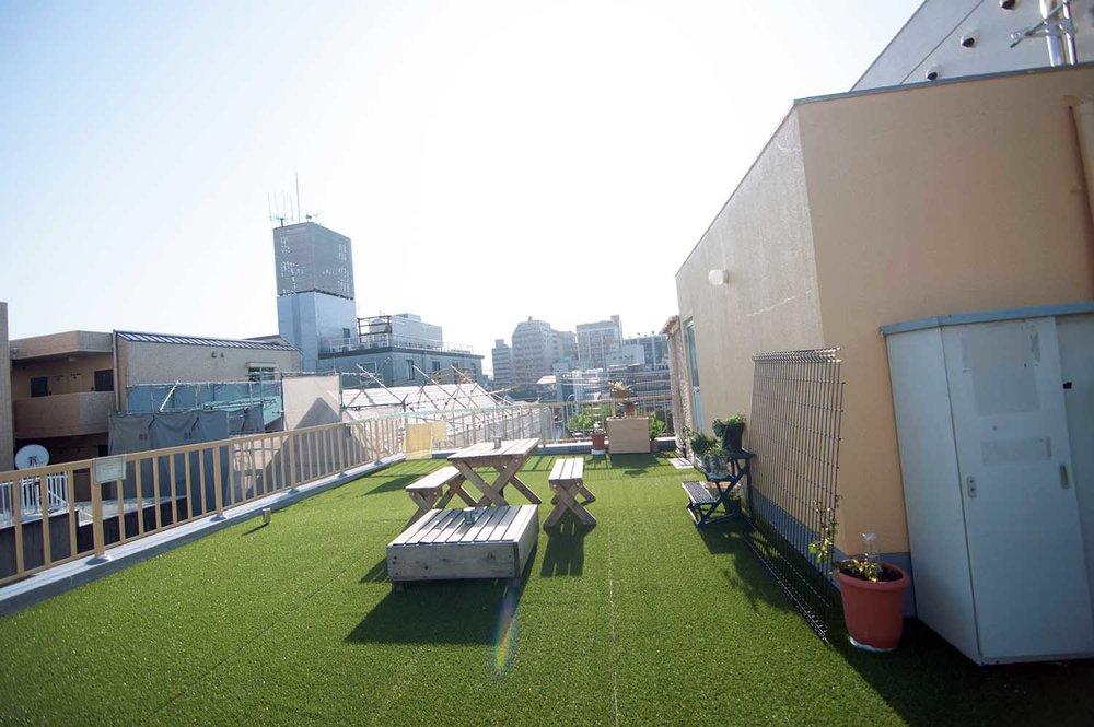 Huge rooftop hangout space