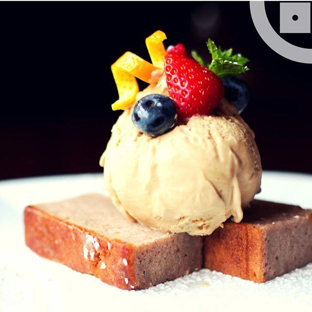 Vegan, Gluten free, dairy free and delicious! Try our banana cake with salted caramel nobo icecream ⠀⠀⠀⠀⠀⠀⠀⠀⠀ .⠀⠀⠀⠀⠀⠀⠀⠀⠀ .⠀⠀⠀⠀⠀⠀⠀⠀⠀ .⠀⠀⠀⠀⠀⠀⠀⠀⠀ .⠀⠀⠀⠀⠀⠀⠀⠀⠀ .⠀⠀⠀⠀⠀⠀⠀⠀⠀ #bananacake #nobo #vegan #dairyfree #glutenfree #icecream #cake #dessert