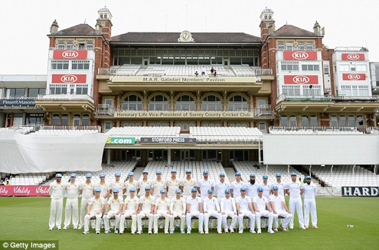 An unusual picture of both teams before the final Test