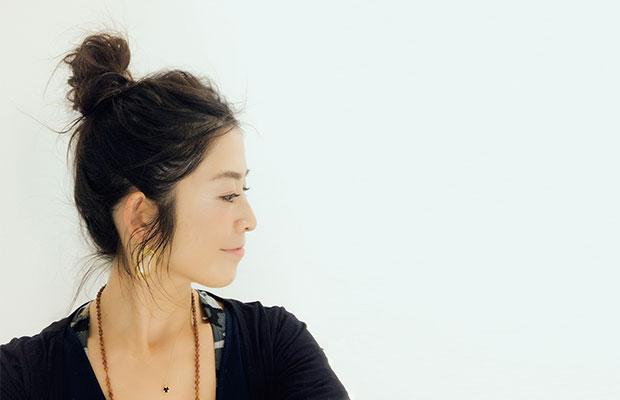 野島裕子  ヨガとタイ式自己整体ルーシーダットンのインストラクターとして活動中。 原宿にある自身のプライベートスタジオkorat、ゴールドジム原宿ANNEX 、AVITY代官山スタジオでレギュラークラスを担当。男女・年齢問わず楽しめるオリジナルヨガを提案。