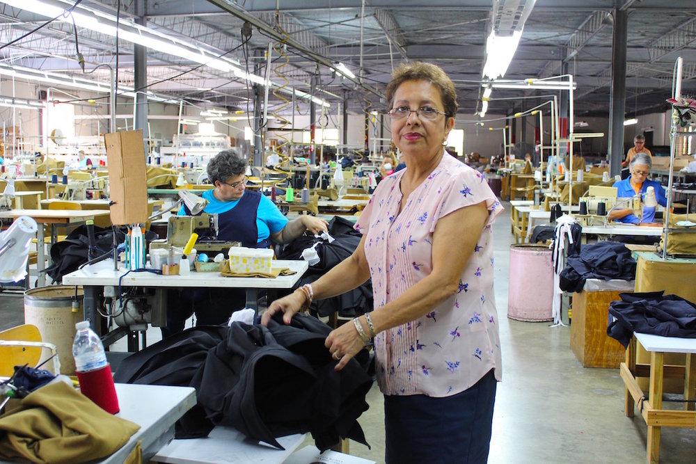Carmen Borrero, de 65 años, es la administradora y supervisora de la Cooperativa Industrial Creación de la Montaña. (Víctor Rodríguez-Velázquez / ONCE)